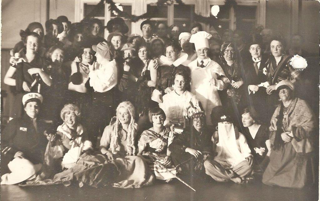 1934-naisvoimistelijat-pikkujoulu